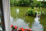 Zatopená zahrada jednoho z postižených objektů ... foto: Pavel Kováč