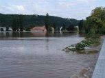 Dostihové závodiště - voda naráží do mostu na ul. Strakonická ... foto: Jan Zágler