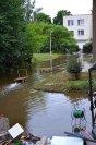 V okolí obecního objektu v areálu bývalého zahradnictví se držela voda nejdéle ... foto: Pavel Kováč