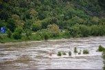 """Ostrůvek u mostu """"inteligence"""" byl zcela zaplaven ... foto: Pavel Kováč"""